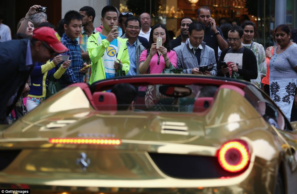 gold-ferrari-london-arabs