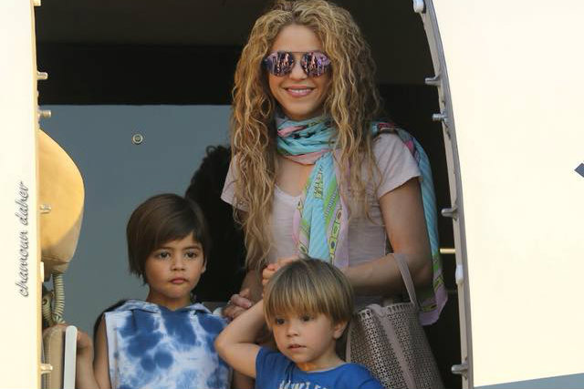 Shakira arrives with her two children Milan and Sasha. (Chamoun Daher/Cedars International Festival Facebook)